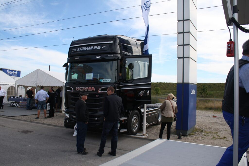 Sort Scania streamline